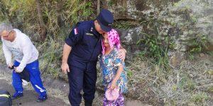 El Comandante de la Policia Nacional acompañando a los peregrinantes