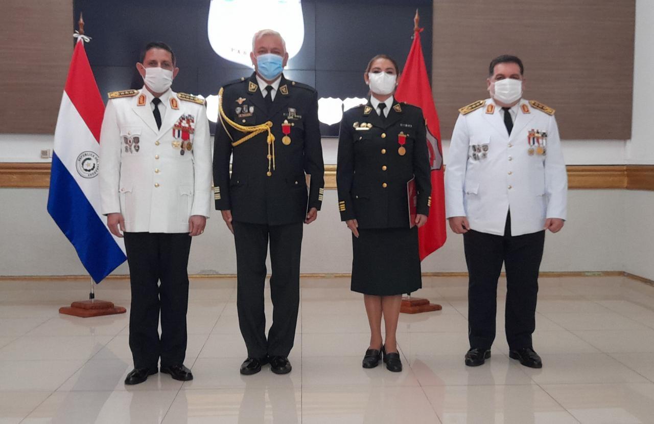 Medalla al Mérito de la Policía Nacional.